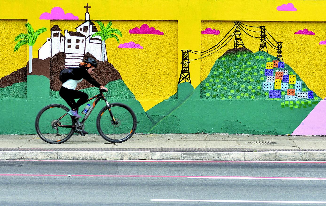 Grafite colore os muros do Dnit em Vitória