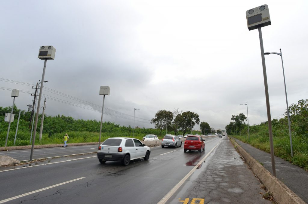 Começa instalação de radares em três pontos da BR-101. Foto: Chico Guedes/Metro