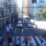 A Guarda de Trânsito e a Polícia Militar está acompanhando o ato. getúlio Costa