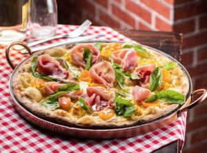 """Pizza """"Montanara"""", da Forneria Preferito"""