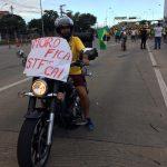 Motociclista em protesto na Terceira Ponte