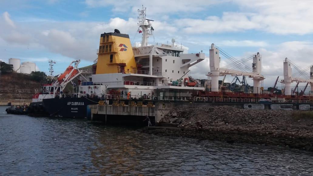 Navio no Porto de Vitória