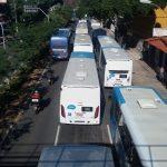 """Ônibus operam em """"marcha lenta"""" durante o protesto de hoje em Vitória. Getúlio Costa"""
