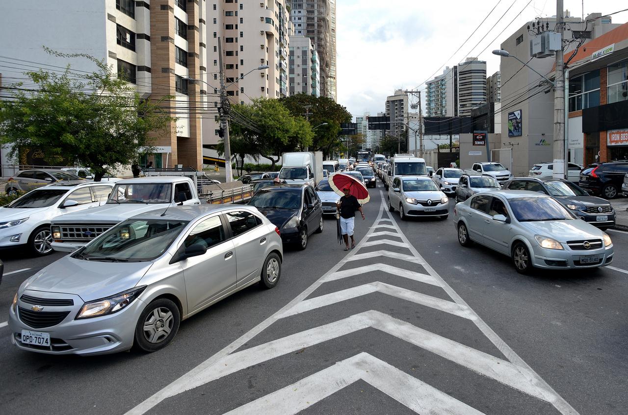 Trânsito na rua Humberto Martins de Paula, Vitória