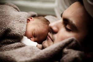 Maioria dos pais da nova geração participa da criação dos filhos. Foto: Pixabay