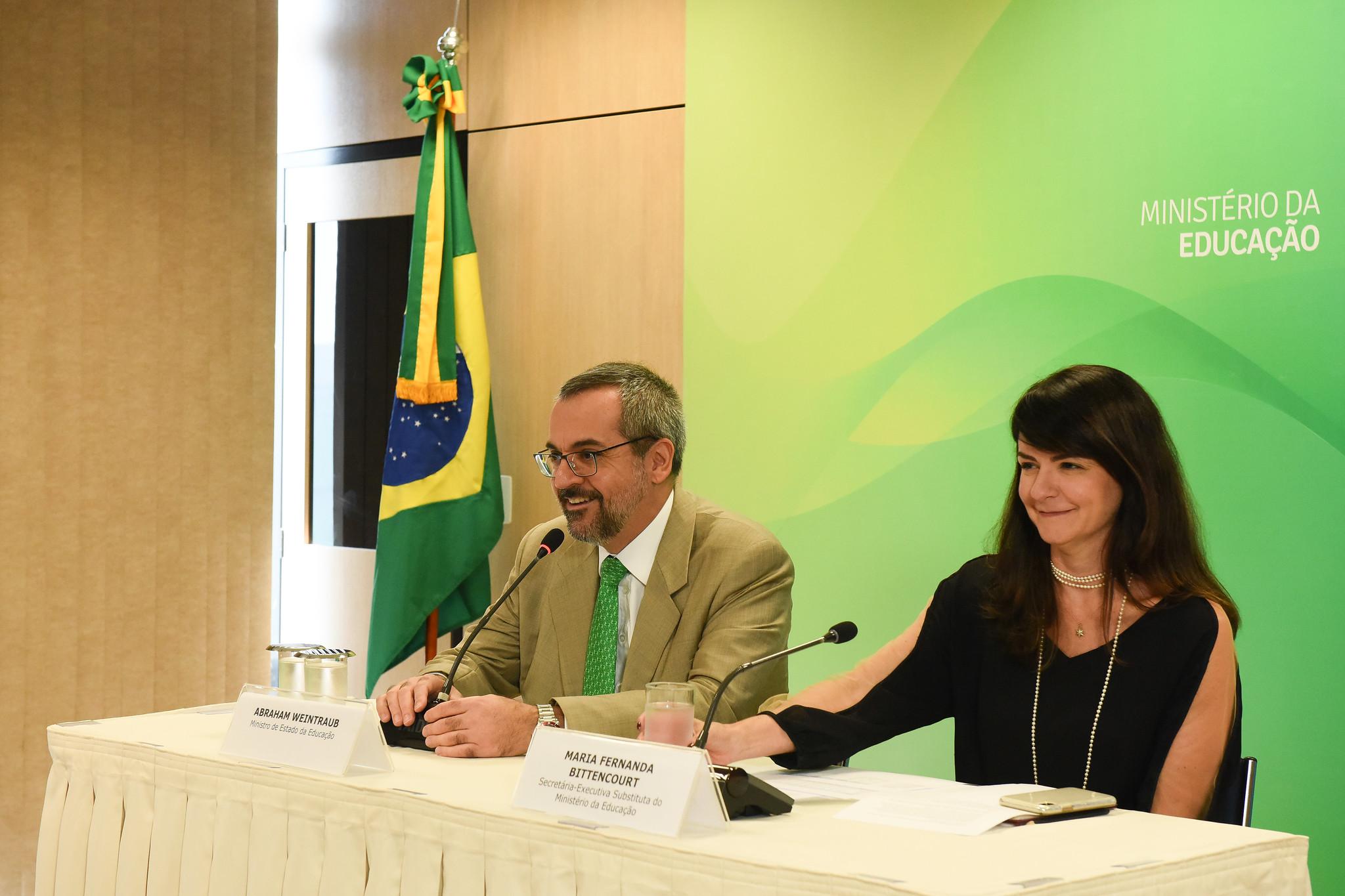 O ministro da Educação, Abraham Weintraub, e a secretária-executiva adjunta do MEC, Maria Fernanda Bittencourt, durante coletiva à imprensa nesta segunda-feira, 30 de setembro. Foto: Luciano Freire/MEC