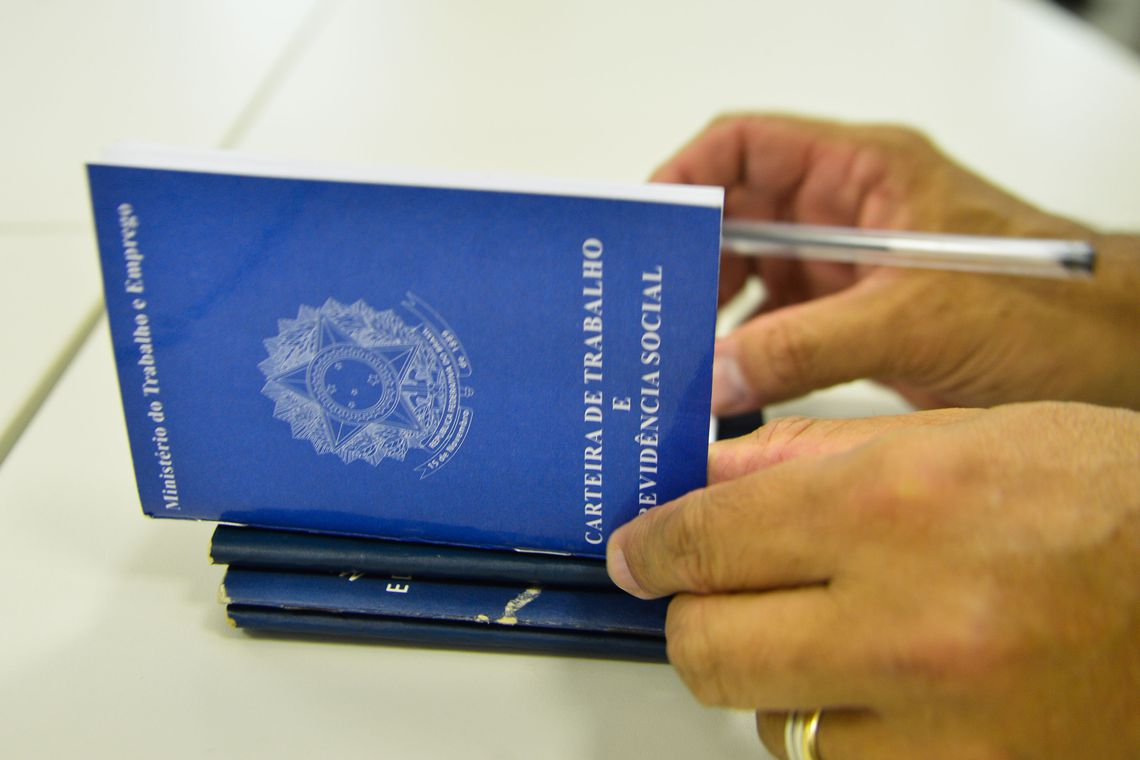 Carteira de Trabalho. Foto: Marcello Casal/Agência Brasil