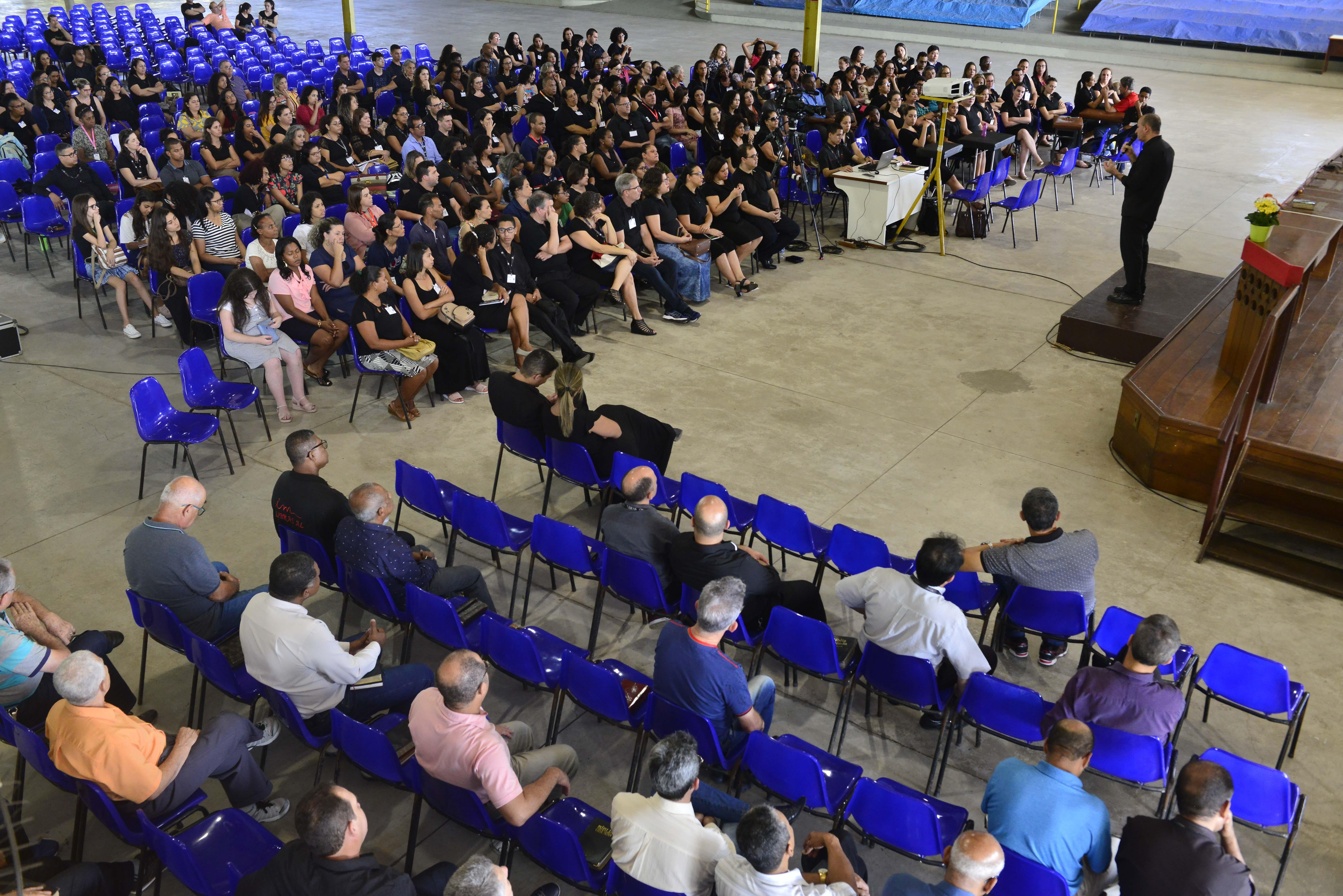 As crianças e os pré-adolescentes surdos das Escolas Bíblicas Dominicais da Igreja Cristã Maranata participam de todas as atividades, sempre acompanhados de um intérprete de Libras. Foto: Fábio Vicentini