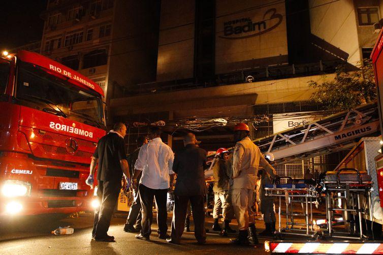 Incêndio atinge prédio do Hospital Badim, no bairro do Maracanã, zona Norte da cidade. Foto: Fernando Frazão/Agência Brasil