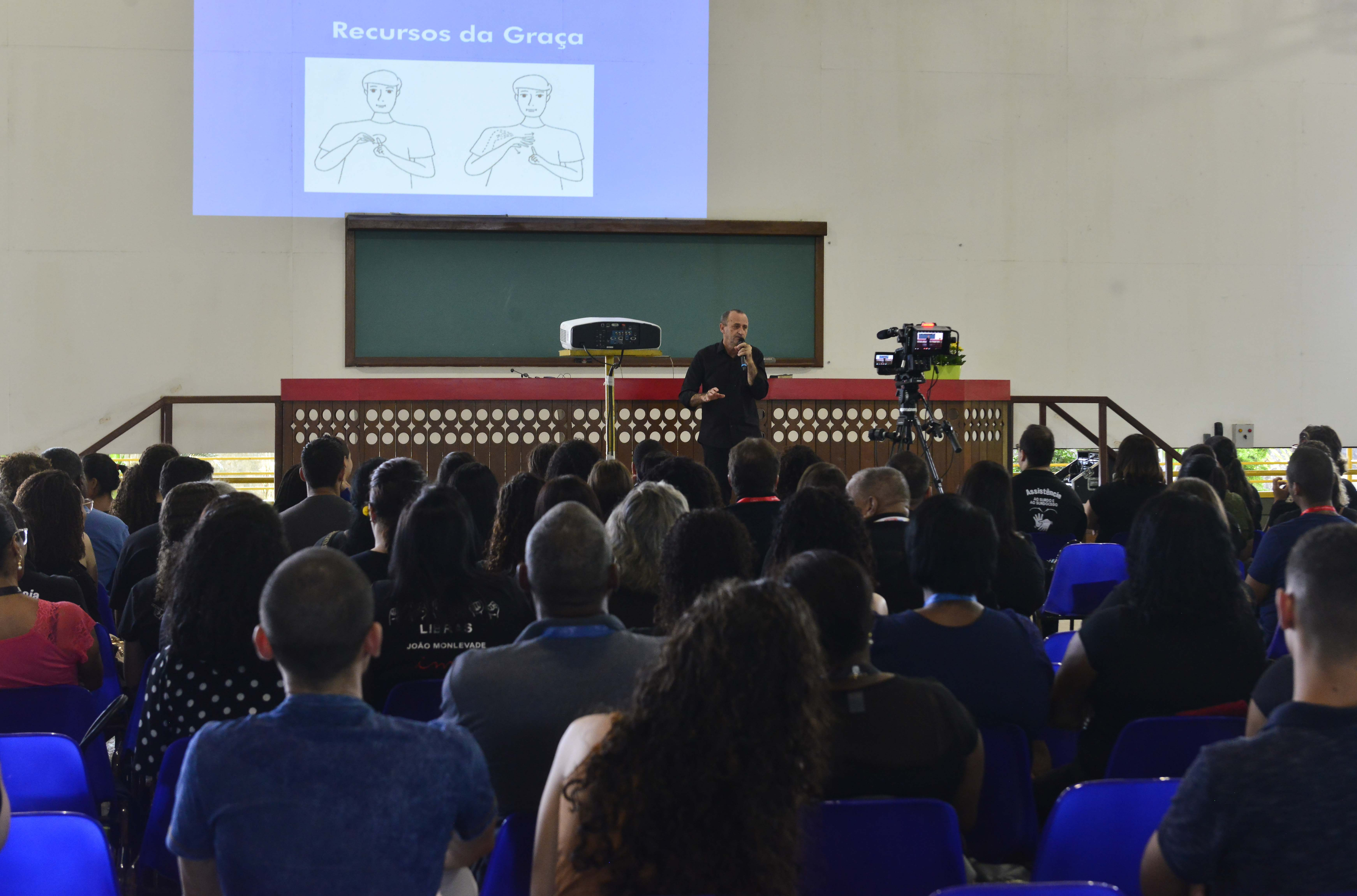 Seminário no Maanaim, em Cariacica, ensina Língua Brasileira de Sinais para membros da Igreja Cristã Maranata. Foto: Fábio Vicentini