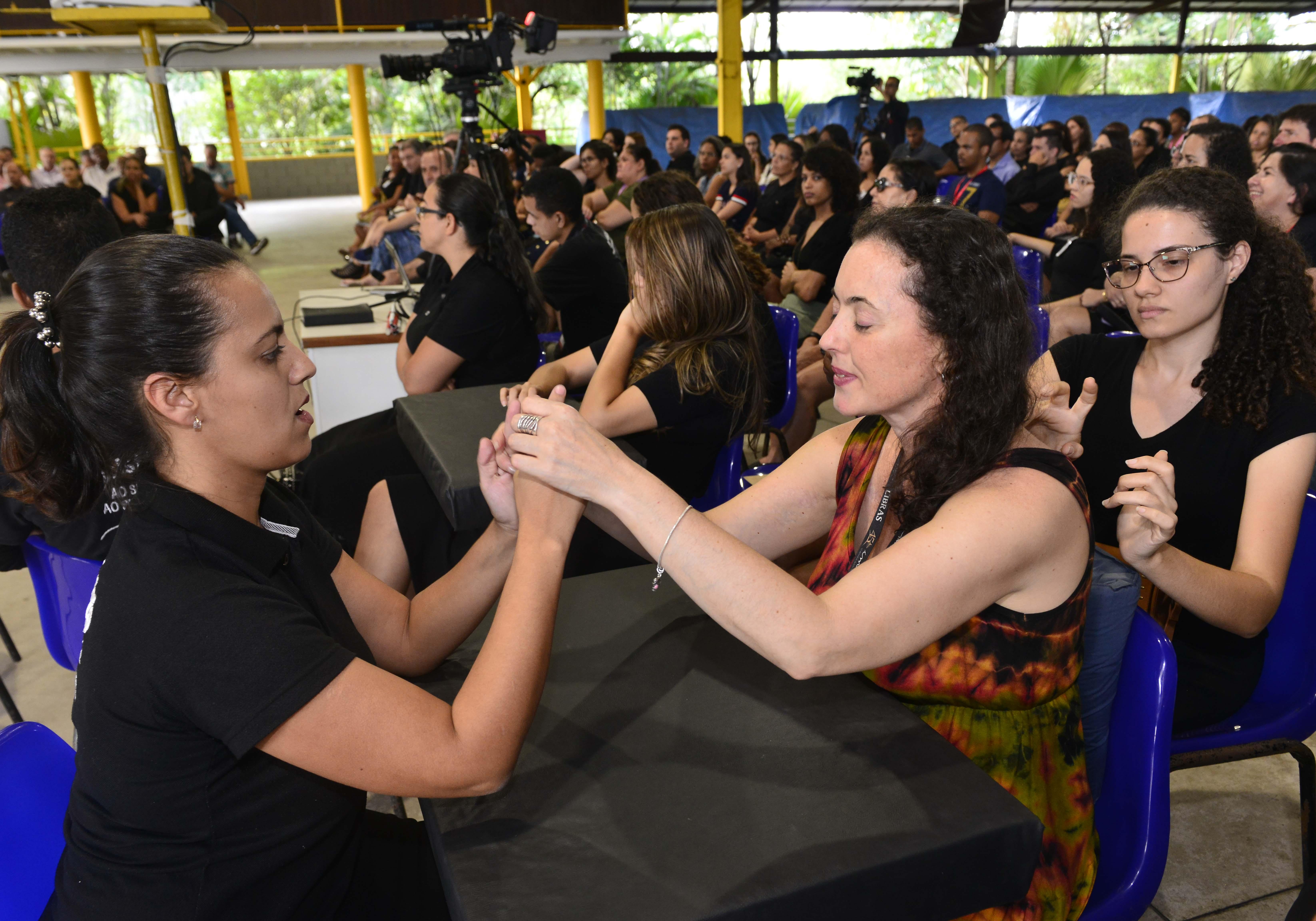 Wanessa Rayla e Raquel Martins da Silva: boa comunicação se faz com aprendizado. Foto: Fábio Vicentini