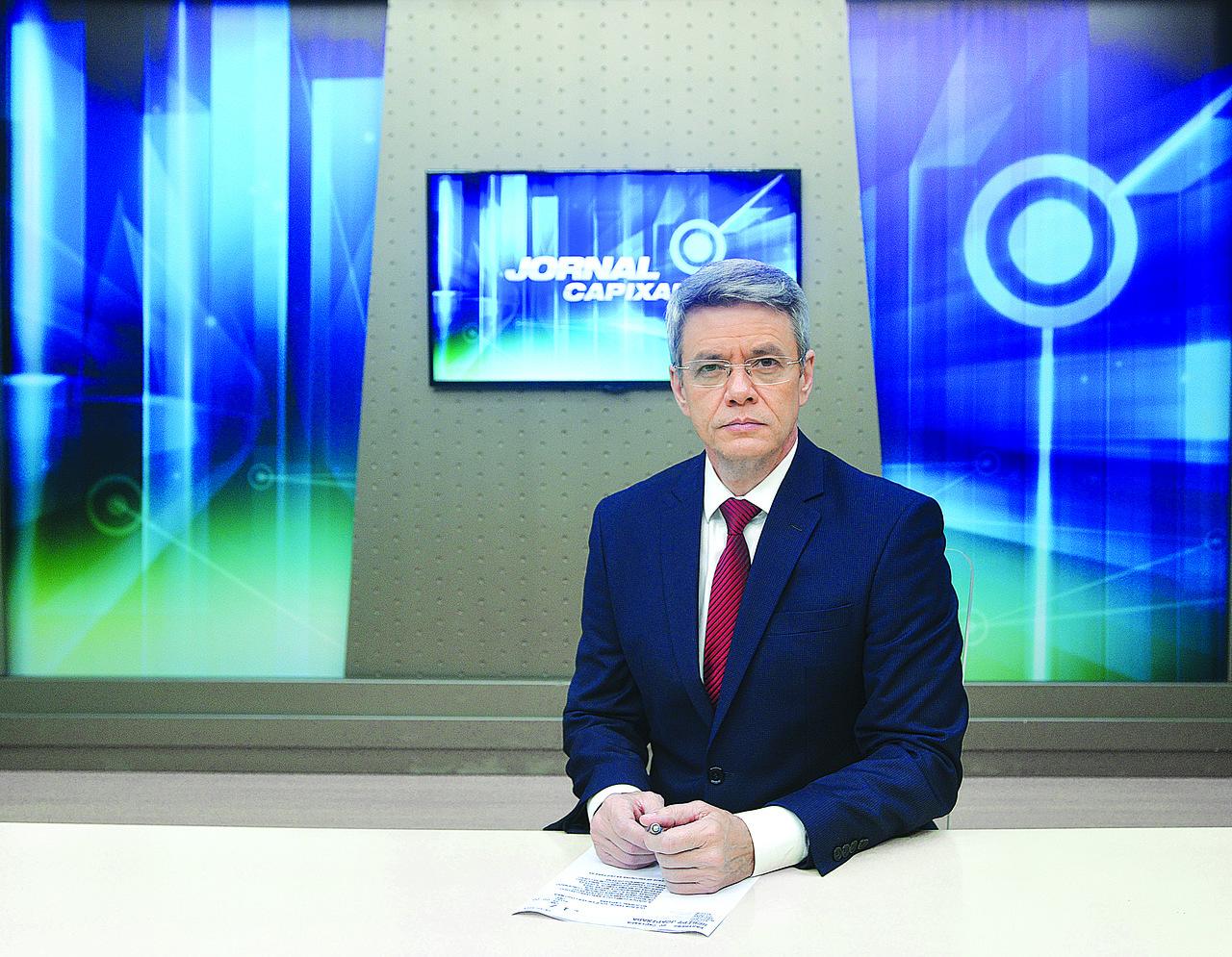 O apresentador Adriano Beraldi está presente na história da TV Capixaba desde o primeiro Jornal Capixaba. Foto: Chico Guedes