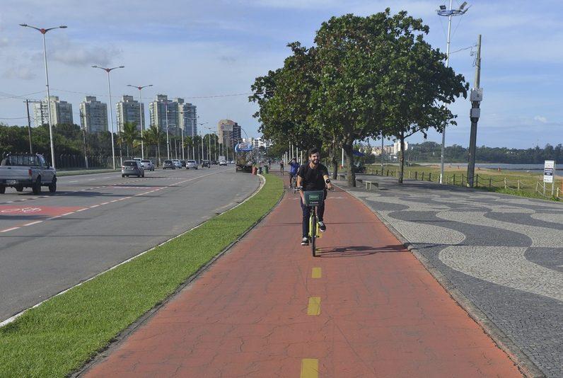 Ciclovia da Avenida Dante Michelini, Praia de Camburi, Vitória. Foto: Chico Guedes