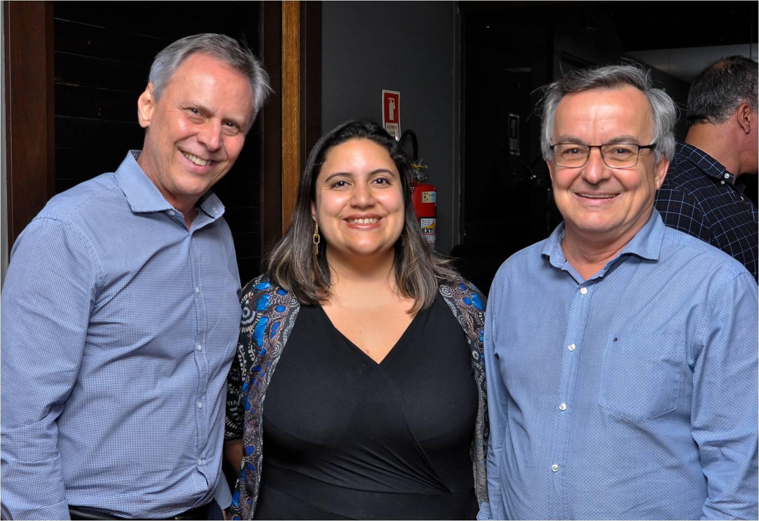 Happy hour de 30 anos da TV Capixaba: Carlos Magalhães, Caroline Salles e Fernando Gomes. Foto: Divulgação