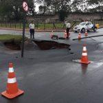 A Guarda de Trânsito sinalizou a área e isolou parte do trânsito para segurança dos motoristas. Foto: Ouvinte BandNews FM ES