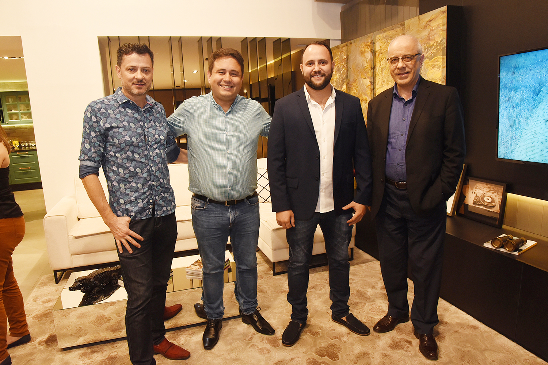 Deoclides Perin, Daniel Sandi, Leandro Velcir e Clademir Argenta no jantar japonês para arquitetos e decoradores, na Romanzza Vitória, em Santa Lúcia. Foto: Cloves Louzada