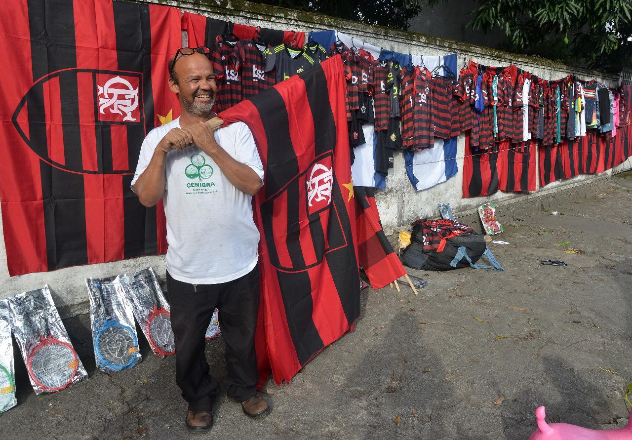 Mazola Lemos percebeu aumento nas vendas da camisa do Flamengo. Foto: Chico Guedes