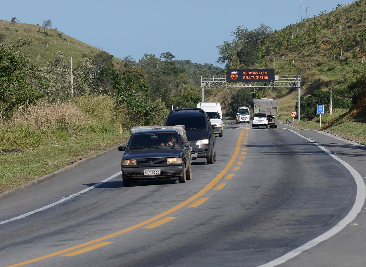 Movimento de carros na Rodovia BR-101 Sul, Viana. Foto: Chico Guedes