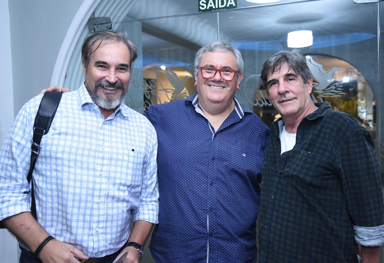Oswaldo Moscon, Lélio Cimini e Ronaldo Castro, no Leilão de Outubro do Empório das Artes, no Cerimonial Lago de Garda. Foto: Clovis Louzada