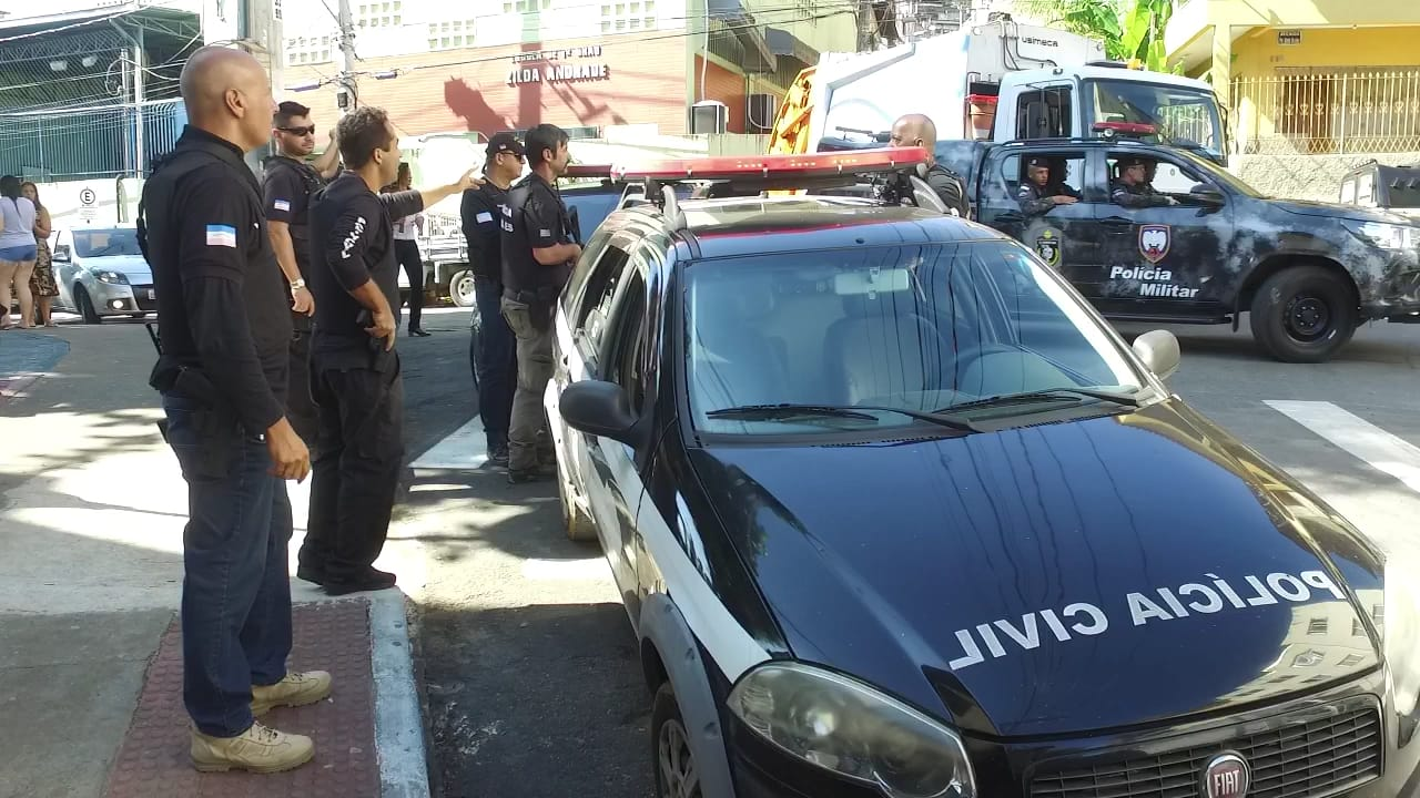 Policias civis no Bairro da Penha