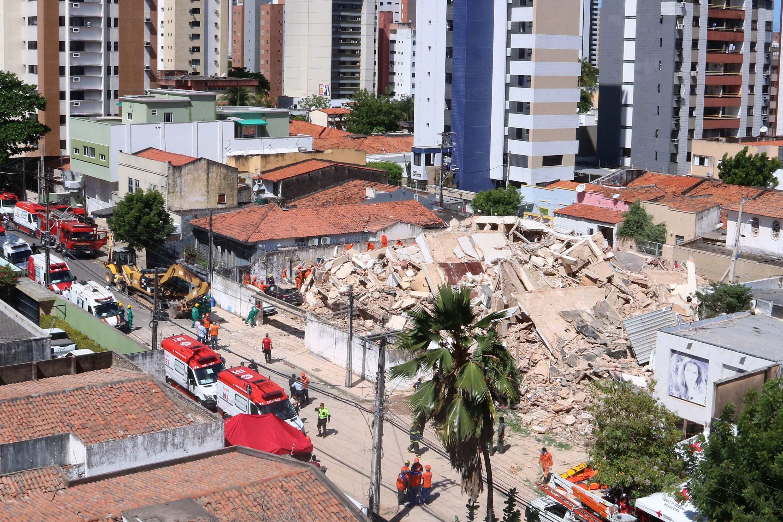 Prédio residencial desaba no Bairro Dionísio Torres, área nobre de Fortaleza (CE), nesta terça-feira (15). Foto: Xandy Rodrigues/Futura Press/Estadão Conteúdo