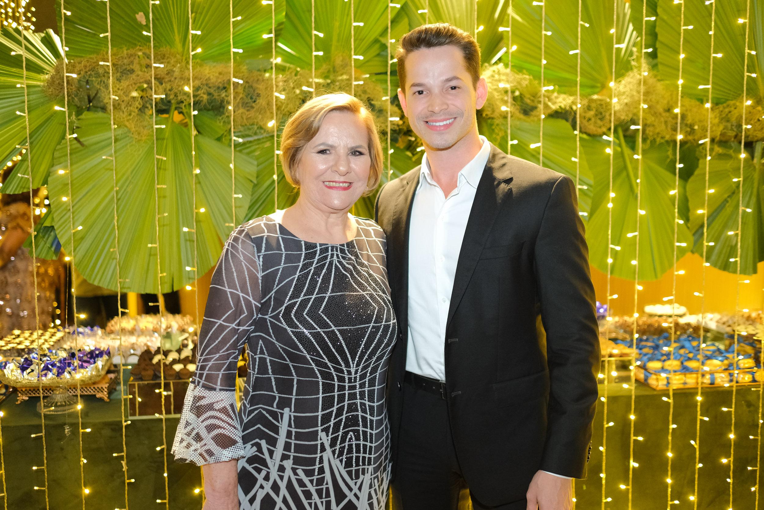 Ainda sobre o baile da Apae: a presidente Maisa Dadalto e o diretor Felipe Pimentel. Foto: Vitor Machado