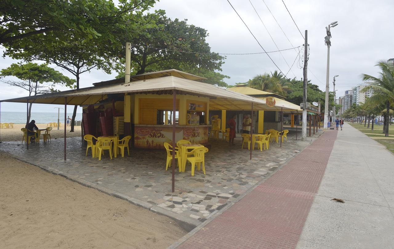 Pela decisão da Justiça, no ano passado, quiosques começam a ser demolidos nesta semana. Foto: Chico Guedes