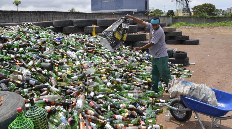 O vidro será encaminhado para a Associação Vila Velhense de Coletores e Coletoras de Materiais Recicláveis, em Novo México, de onde seguirá para o Rio de Janeiro onde será transformado em garrafas. Foto: Fabricio Lima/PMVV