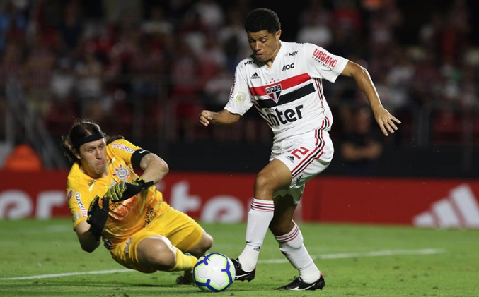 O único gol da partida só saiu no segundo tempo. De pênalti, Reinaldo bateu forte para a alegria dos são-paulinos. Foto: Rubens Chiri/Saopaulofc.net