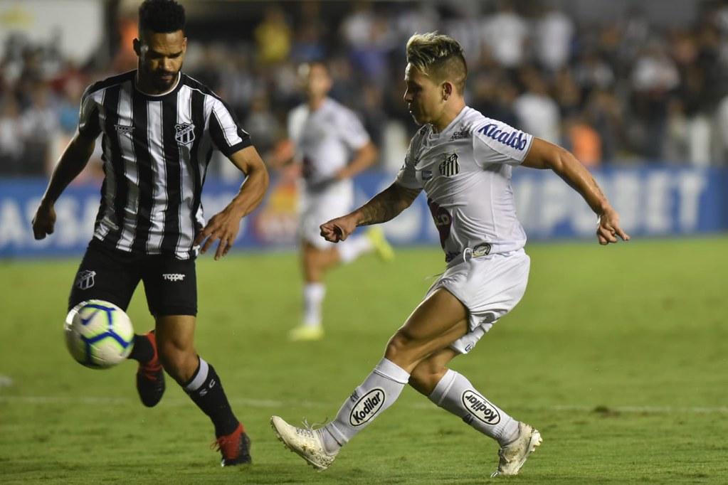 Lima abriu o placar para o Ceará aos 17 minutos do primeiro tempo. Na segunda etapa, Eduardo Sasha empatou aos 10 e Gustavo Henrique, aos 38 minutos do segundo tempo, virou o jogo definindo o placar: 2 a 1 para o Santos. Foto: Divulgação/Santos Futebol Clube