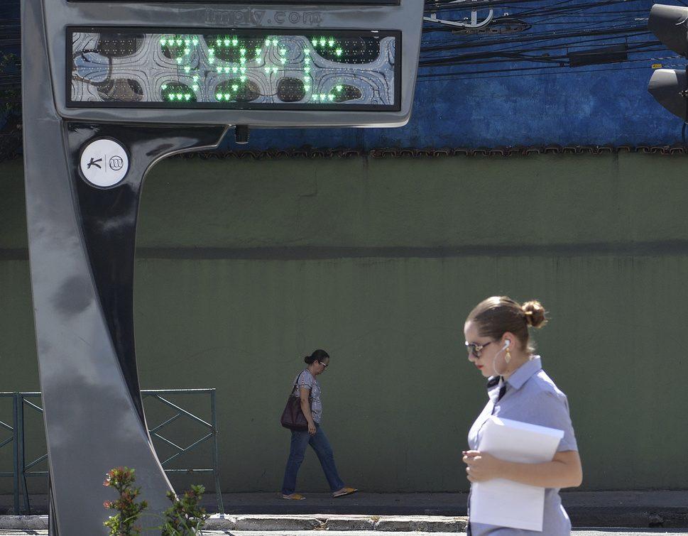 Termômetro da avenida Nossa Senhora da Penha com a avenida Desembargador Santos Neves, bairro Praia do Canto, Vitória. Foto: Chico Guedes