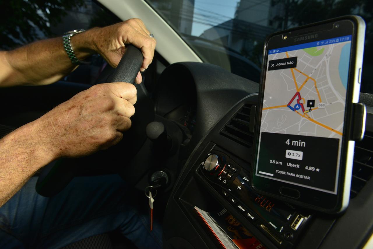 Para garantir a segurança dos motoristas, empresa estuda implantar chat por SMS com policiais. Foto: Chico Guedes