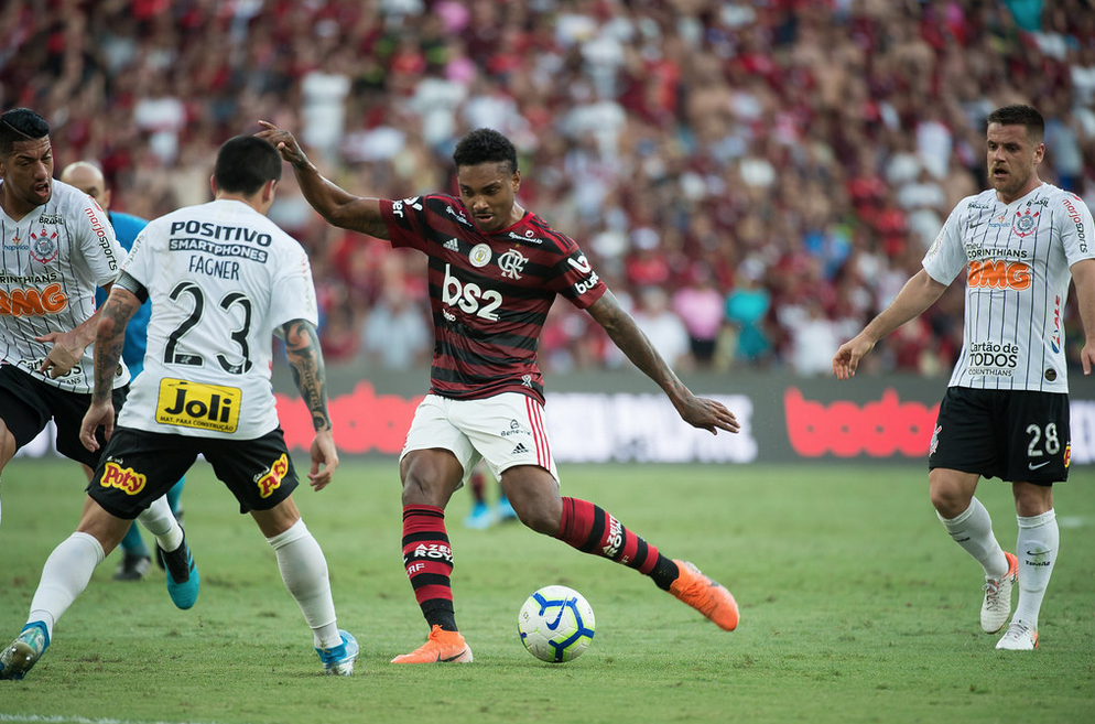 Bruno Henrique faz 3 e Flamengo aplica 4 a 1 no Corinthians no Maracanã. Foto: Alexandre Vidal/Flamengo