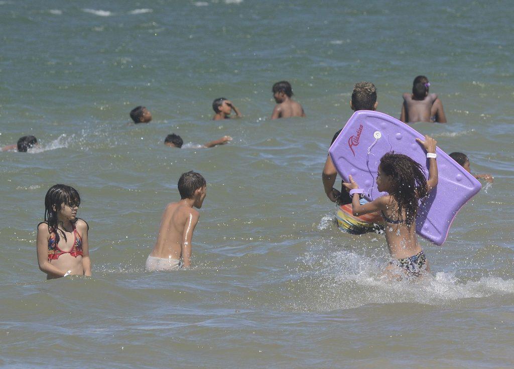 Pais devem ter cuidados redobrados com crianças no mar. Foto: Chico Guedes/Arquivo Metro ES