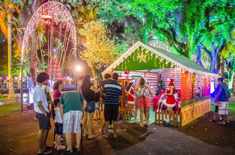 Casa do Papai Noel é uma das atrações da decoração natalina no Parque Moscoso. Foto: Leonardo Silveira