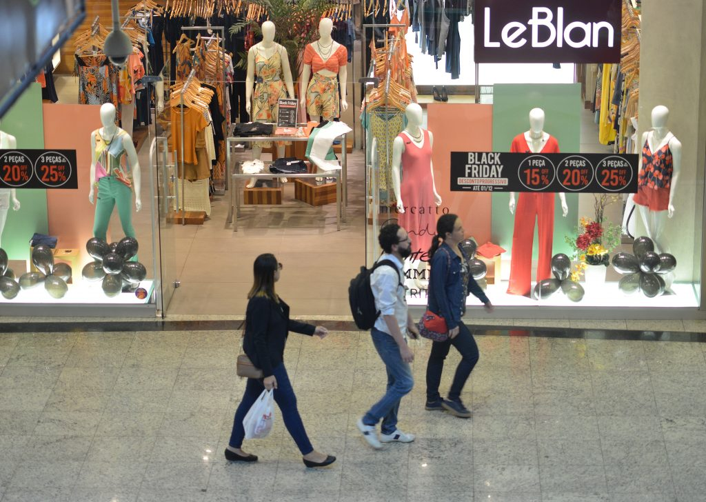 Lojas participam da Black Friday no Shopping Praia da Costa. Foto: Chico Guedes
