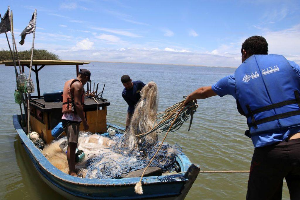 Governo pagará auxílio emergencial a pescadores de locais afetados por óleo. Foto: Tânia Rêgo/Agência Brasil