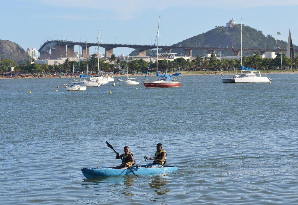 Barcos em praia de Vitória. Foto: Chico Guedes