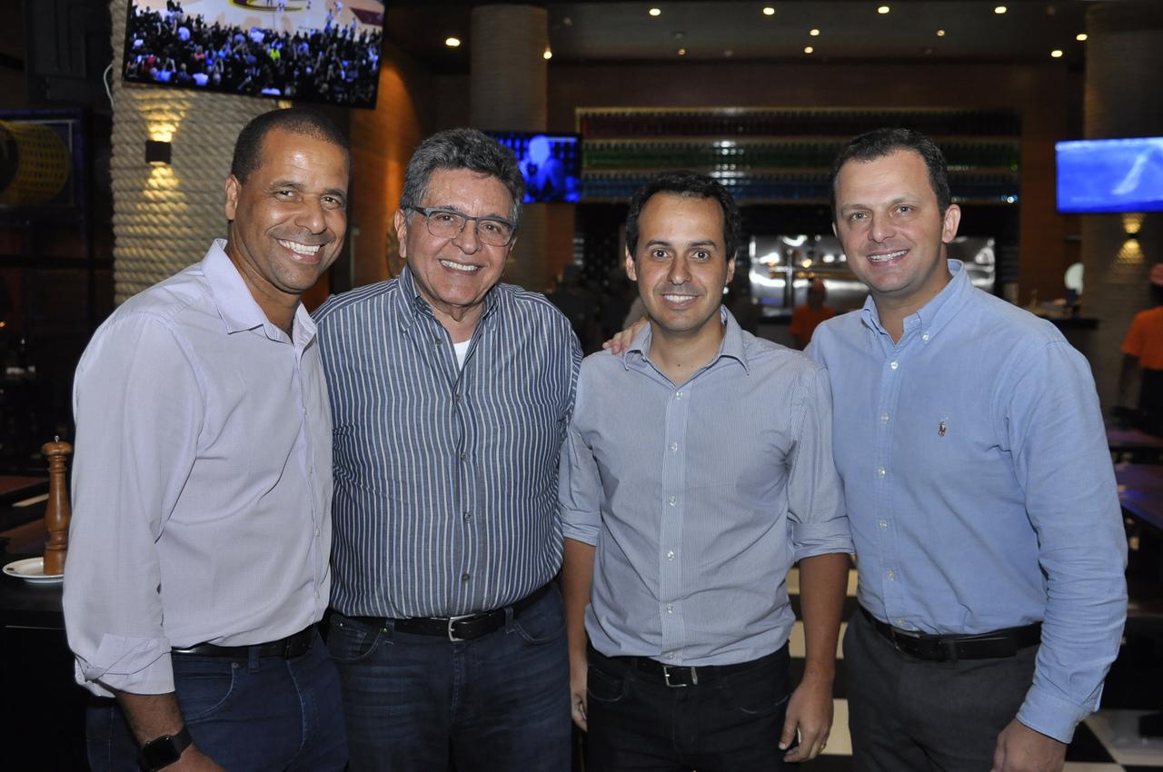 Vice-prefeito de Cariacica, Nilton Basilio Teixeira, prefeito da cidade, Juninho, Walter Cavalcante, Cláudio Sipolatti e Francisco Girelli. Foto: Foto: Pepê