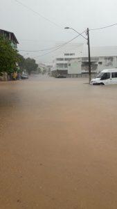 Chuva alaga rua e Aracruz. Foto: Internauta