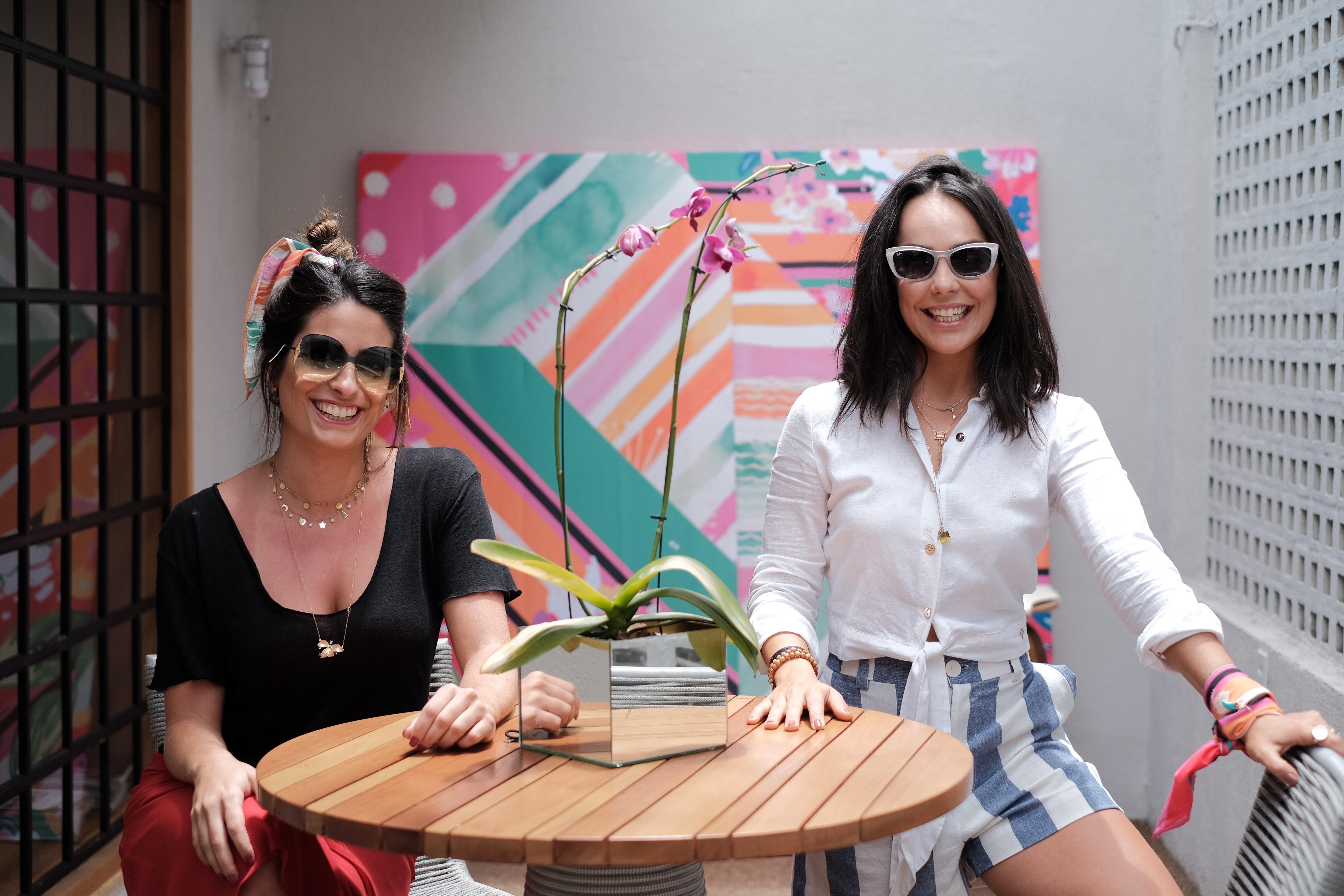 Ana Luíza Azevedo e Carol Neves receberam para um brunch cheio de charme. Foto: Camilla Baptistin