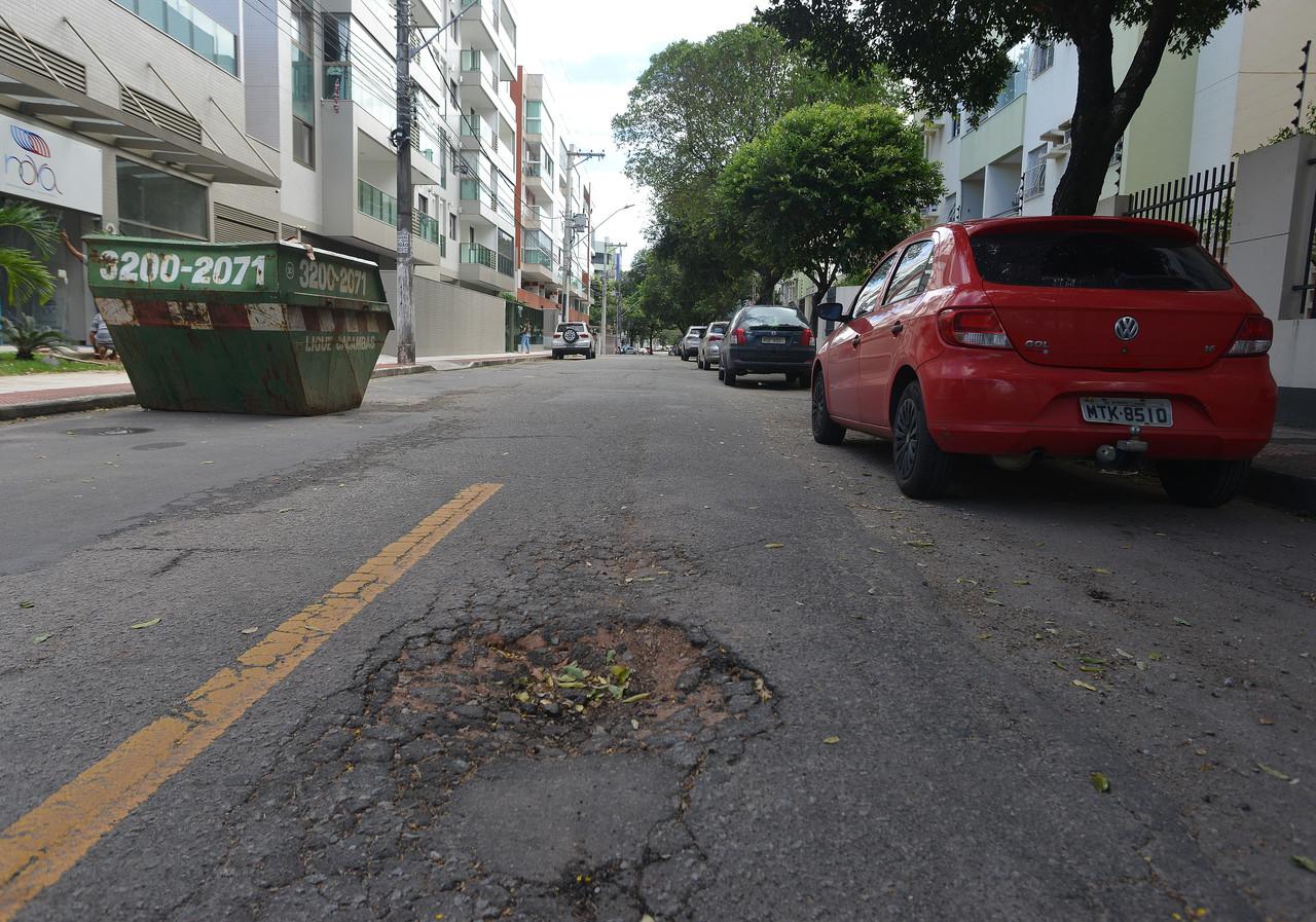 Vitória gastou R$ 2,9 mil para cobrir buracos nas ruas. Fotos: Chico Guedes