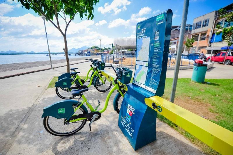 Estação do Bike Vitória na São Pedro e Ilha das Caieiras localizada na Praça Dom João Batista. Foto: Leonardo Silveira