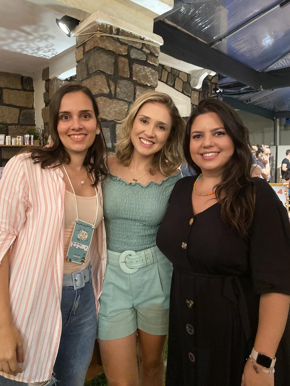 Carol Azeredo, Thanandra Torres e Lara Callegari em evento de natal. Foto: Divulgação