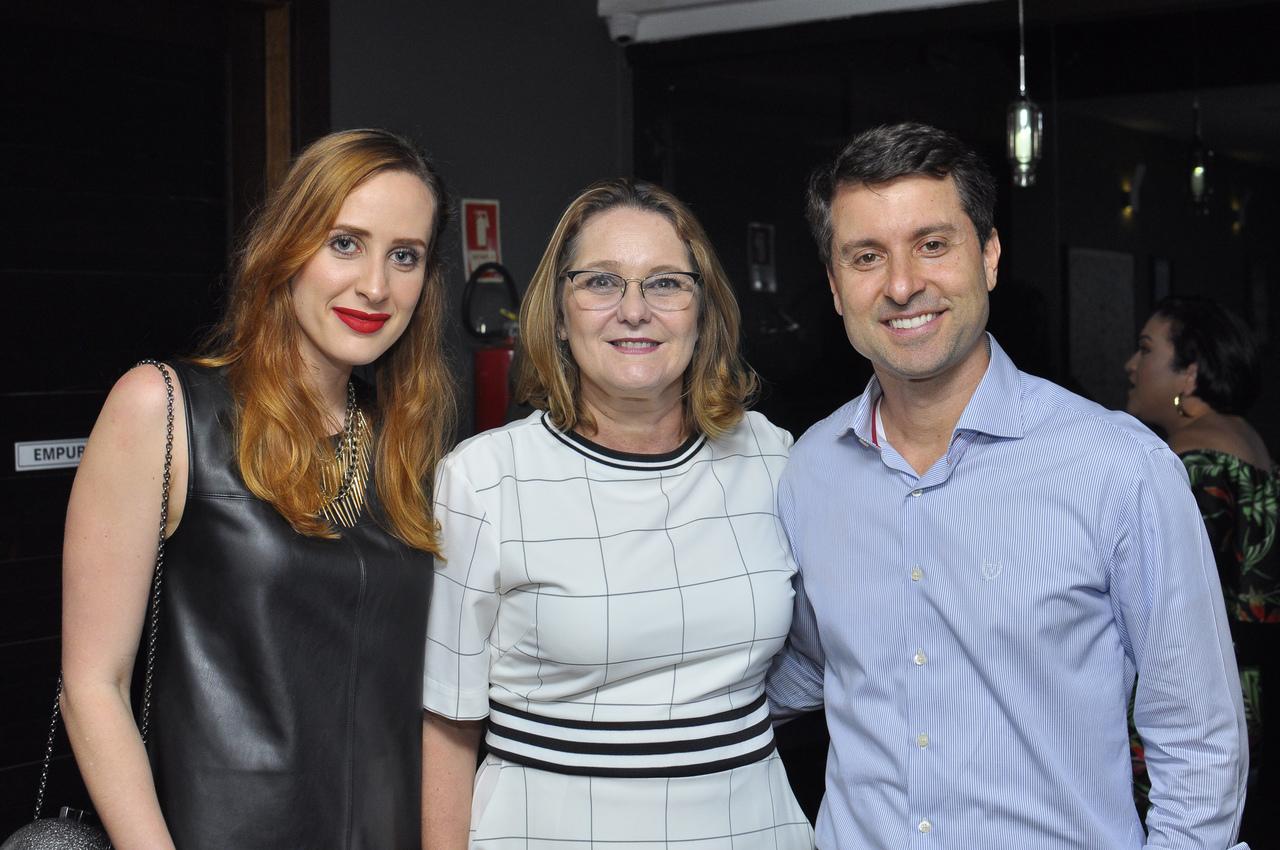 Carolina Sá Cavalcante, Lia Mônica Delpupo e Alessandro Dadalto. Foto: Pepê