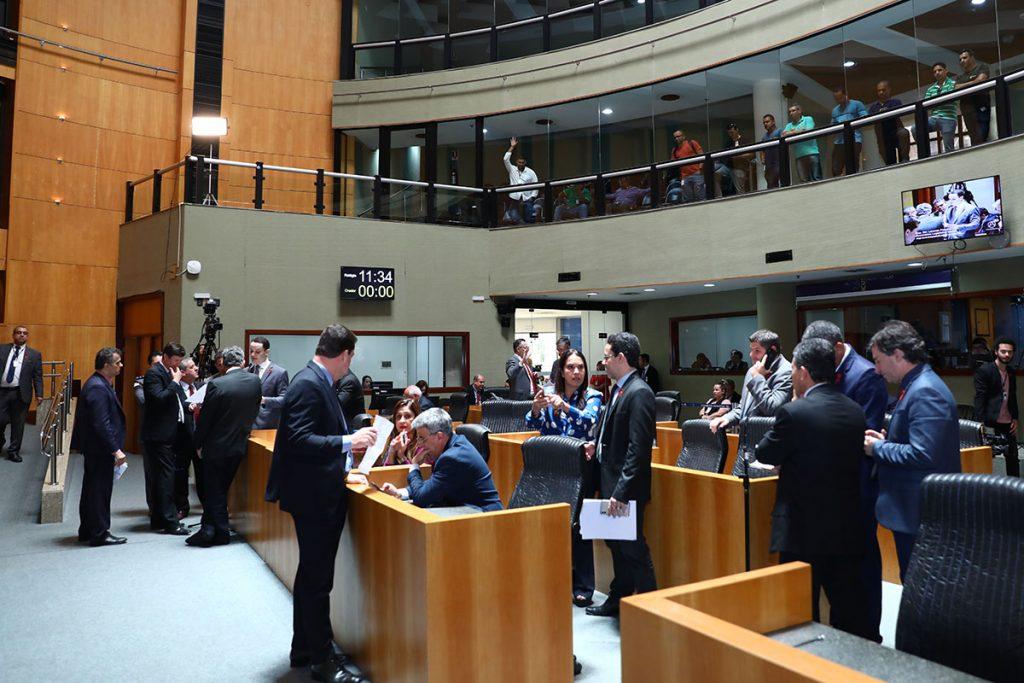 Deputados estaduais na Assembleia Legislativa. Foto: Foto: Tati Beling