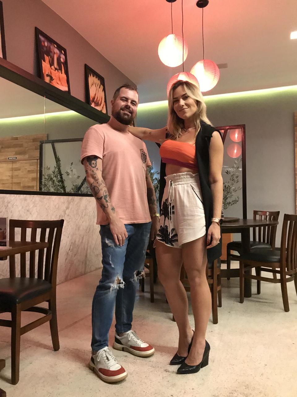 Dudú Altoé e Chris Moraes cheios de estilo. Foto: Divulgação