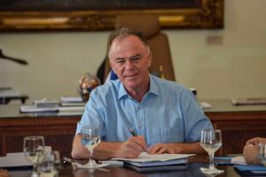 Casagrande promete medidas para conter impacto econômico. Foto: Hélio Filho/Secom