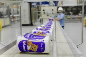 Linha de produção de tissue na unidade Mucuri da Suzano Papel e Celulose. Foto: Divulgação