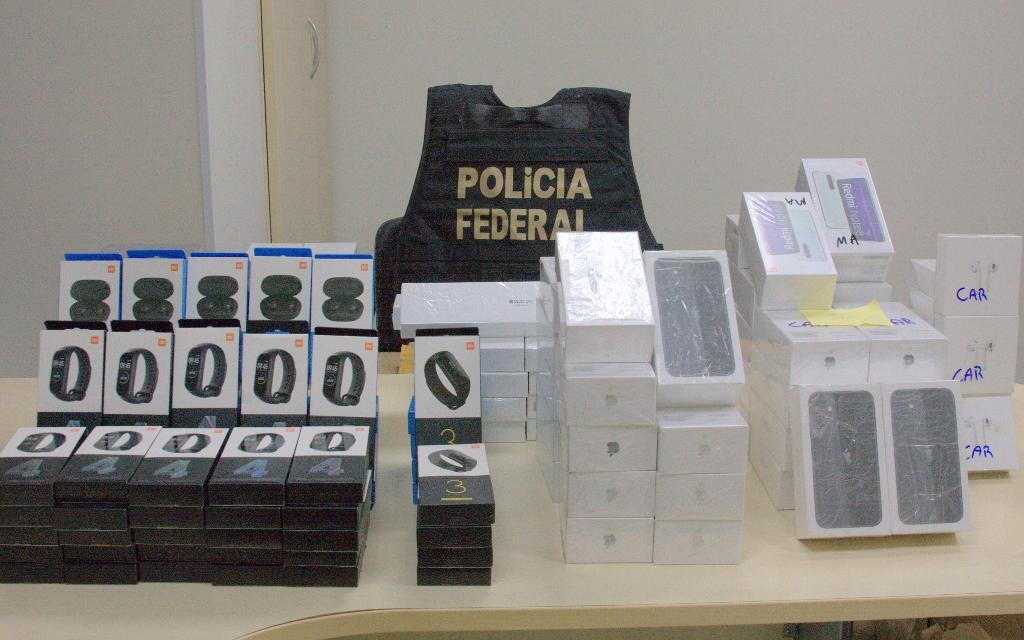 Mais de 230 celulares foram apreendidos, entre outros equipamentos. Segundo a Polícia Federal, a mercadoria é avaliada em R$ 1 milhão. Foto: Divulgação/Polícia Federal